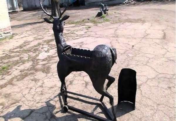 Мангал из металла с элементами ковки в виде оленя