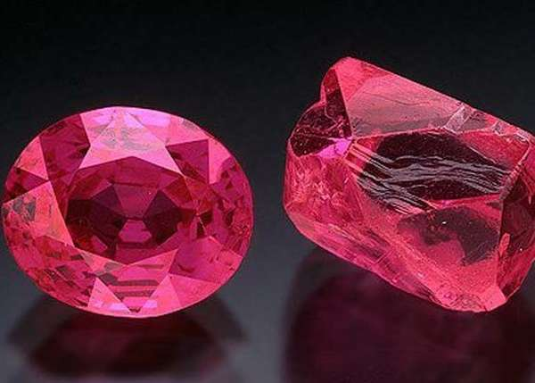 Рубин c розовым оттенком