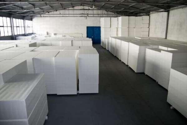 Необходимо плиты положить на складе до полного высыхания