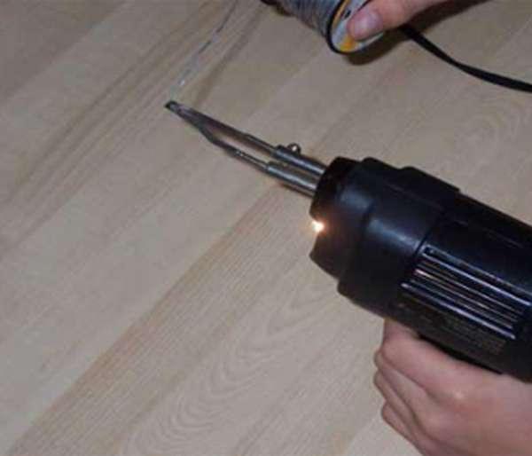 Пайка олова с помощью ручного паяльника профессионального