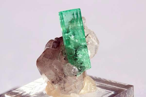 Что же дороже бриллиант или алмаз и есть ли более дорогостоящие материалы?