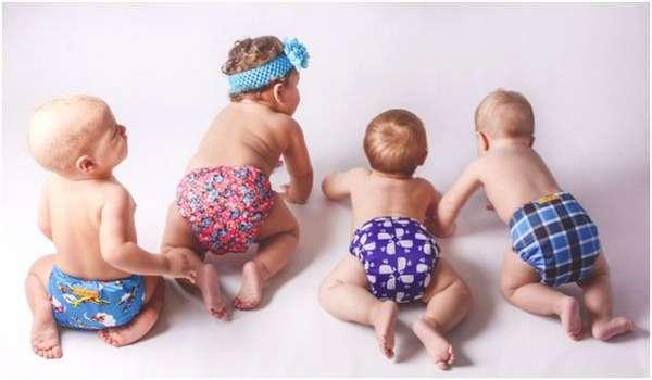 дети в разноцветных памперсах