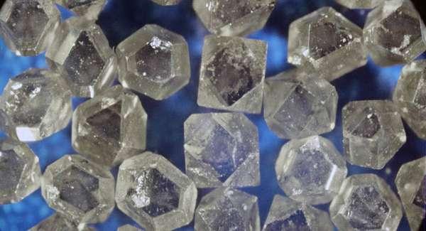Что такое искусственные алмазы и в чем их отличие от настоящих?