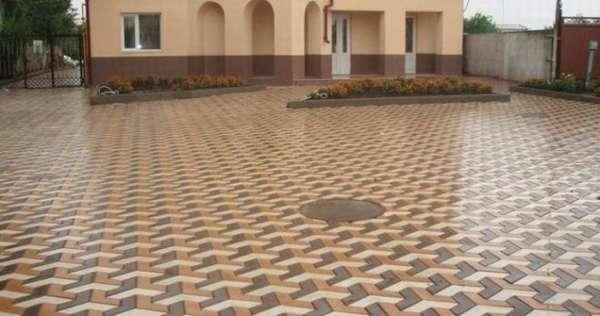 Мозаичная кладка дорожки тротуарной плиткой