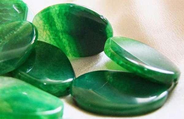 Бывает ли агат зеленого цвета и как он выглядит