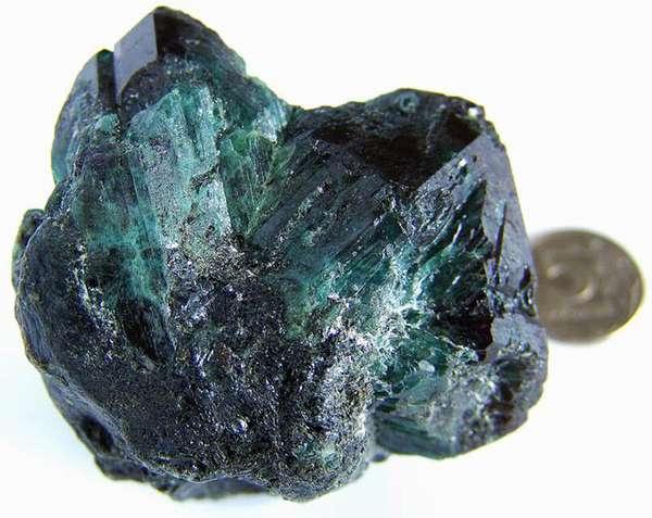 Камень александрит — многоликий хамелеон редчайшей породы