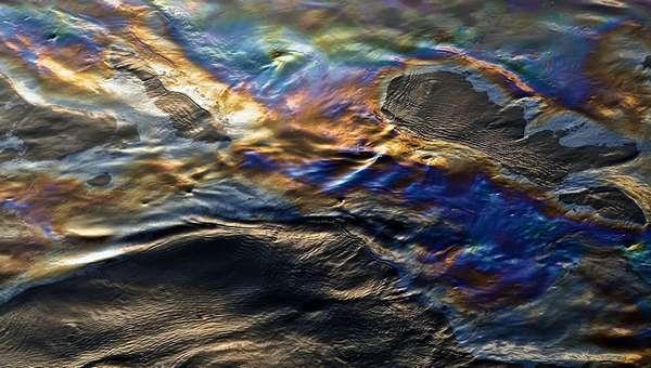 нефтяная пленка на воде