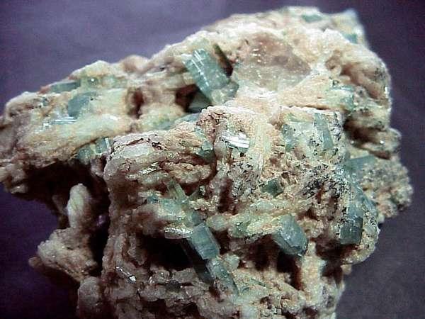 Камень индиголит