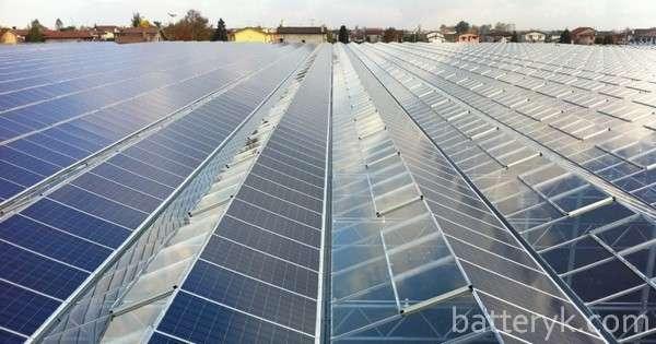 Солнечные батареи на промышленном объекте