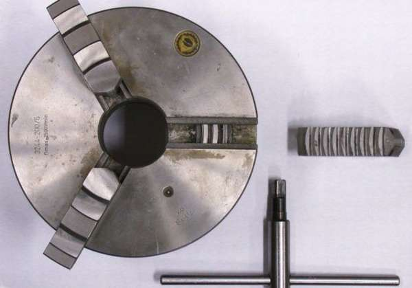 Токарный трехкулачковый патрон