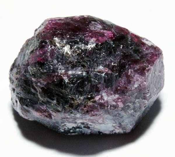 Альмандин — камень бодрости и хорошего настроения