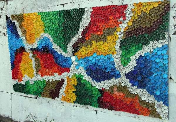 Мозаика из пластмассовых пробок