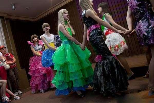 платья из мусорных мешков