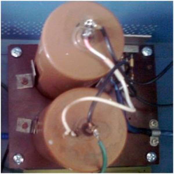 Общий вид силового блока питания индукционной печи (на фото отсутствует автоматический выключатель, предназначенный для безопасной работы установки)