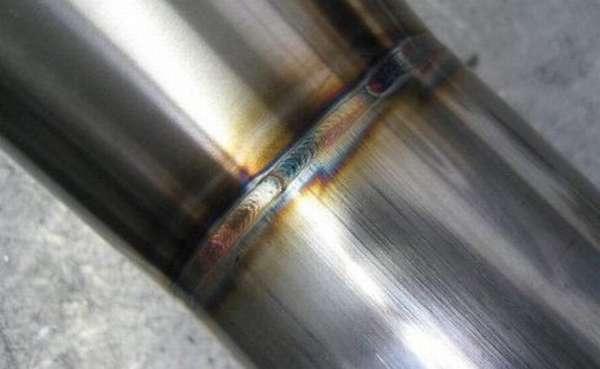 Труба из нержавеющей стали после сварки полуавтоматом