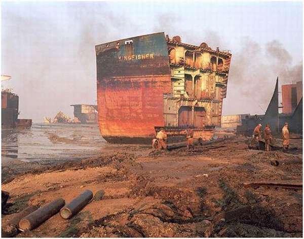 распиленный корпус корабля
