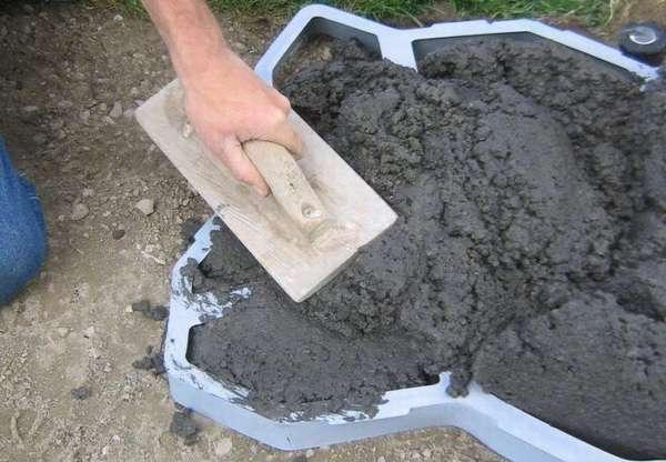 Заливание бетонной смеси