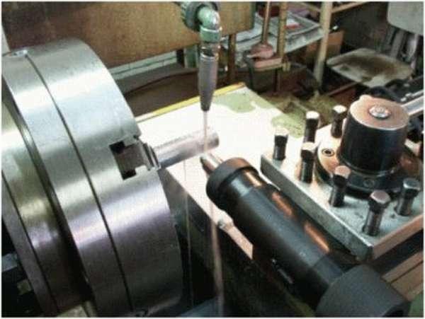 Полировка наружной поверхности вращающегося тела на токарном станке