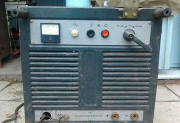 Сварочный выпрямитель ВД-306 - панель управления